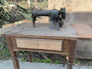 Old stinger sewing machine for Sale in Los Angeles, CA