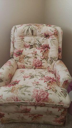 Vintage floral recliner for Sale in Surprise, AZ