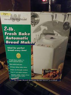 2 lb automatic bread maker for Sale in Snellville,  GA