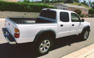 Keyless entry 2003 Toyota Tacoma Working AC for Sale in St. Louis, MO