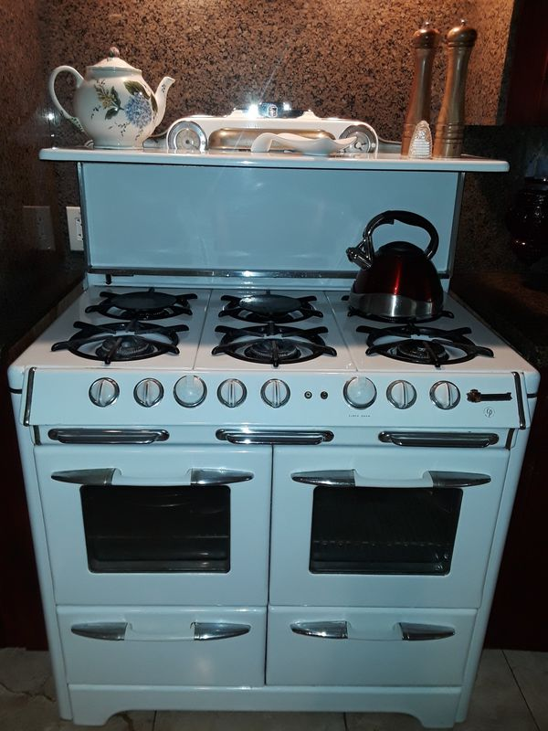Beautiful 1940's stove. Make an offer