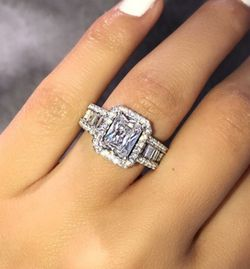 Wedding Ring. $100/OBO (I Found This Ring At Yosemite NATIONAL PARK At The Waterfall) for Sale in Fresno,  CA