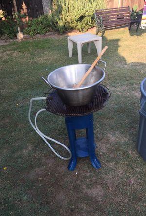 Parrilla de gas con el cazo for Sale in Kingsburg, CA