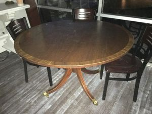 Round dining room kitchen table 48 inch for Sale in Clearwater, FL