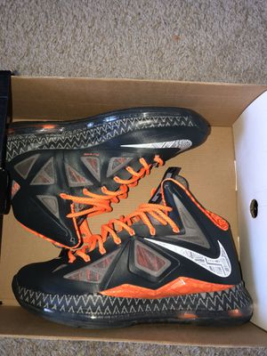Ds LeBron x bhm size 10 for Sale in Davenport, FL