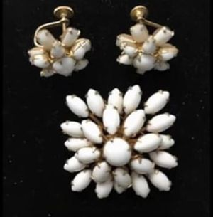 Antique vintage brooch and matching screw back earrings. Excellent condition costume jewelry for Sale in Sarasota, FL