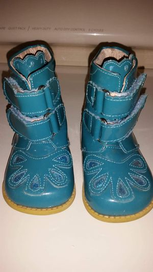 Girls Livie Luca boots size 5. EUC. PRICE REDUCED AGAIN! for Sale in BELLEAIR BLF, FL