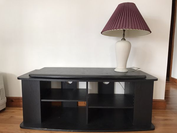 Entertainment center with TV swivel