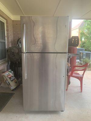 GE Fridge/Freezer 18.2 cubic ft / runs great for Sale in Stone Mountain, GA