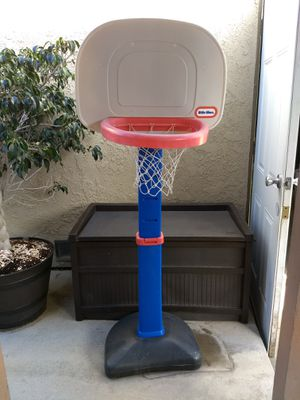 The Little Tikes easy score basketball set for Sale in Cerritos, CA