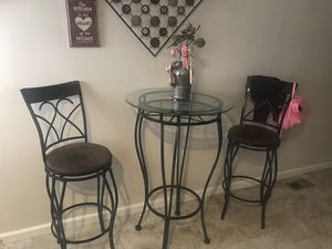 Breakfast type table Brown Bar stools for Sale in Baltimore, MD