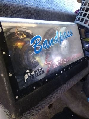 Bandpass sub speaker box for 12s or 10s. Set up for 12s. NO SPEAKERS INCLUDED. CAN INCLUDE 2 700 WATT FIR $150 TOTAL for Sale in Lindale, TX