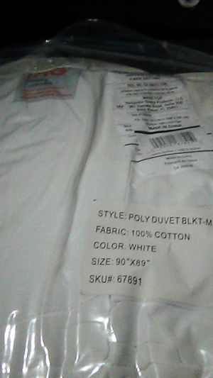 IHG Poly Duvet BLKT Qween with Duvet cover set for qween bed $40 obo for Sale in Irvine, CA
