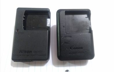 NIKON / CANON BATTERY CHARGER for Sale in Denver,  CO