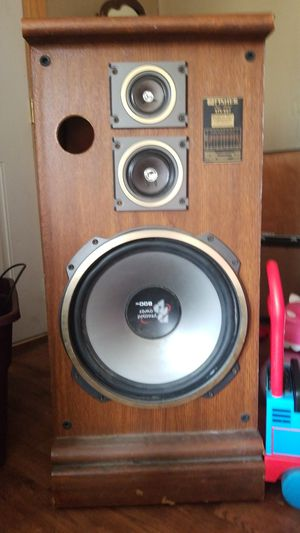 Studio speaker with a 15 inch pyramid power subwoofer for Sale in Summersville, WV
