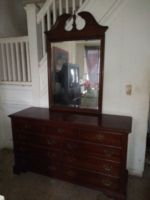 Knob Creek Fine Furniture 5 pc. Bedroom Set. Solid Wood! for Sale in Baltimore, MD