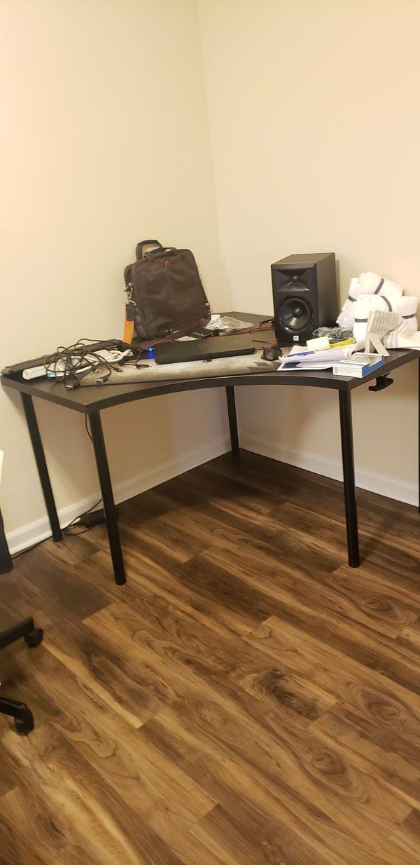 Desk IKEA LINMON