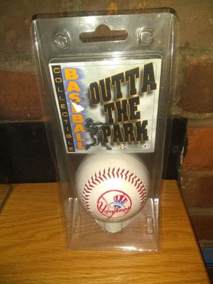 Brand New New York Yankee's Outta of The Park Collector Baseball for Sale in Lexington, KY