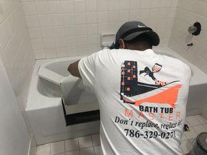 Bathtub Master Refinishing for Sale in Miami, FL