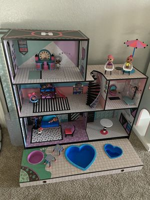 LOL O.M.G Doll house with accessories and LOL dolls and pets for Sale in Midlothian, TX
