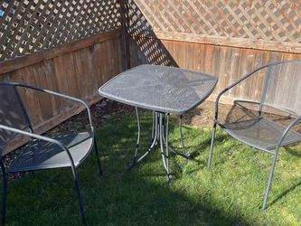 Small Table And Chairs for Sale in Covington,  WA
