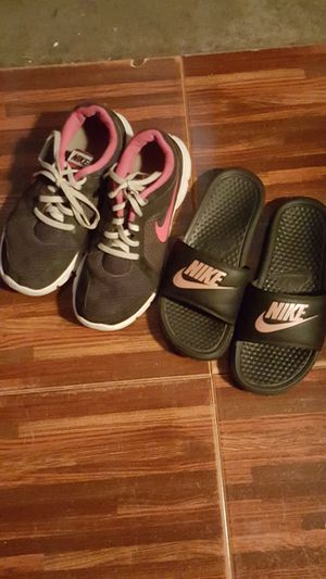 Nike tennis and nike slide sandals for Sale in El Paso, TX