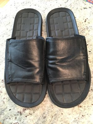 Kenneth Cole leather slides for Sale in Chicago, IL