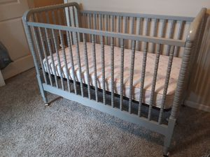 Baby Crib w/ mattress and changing table for Sale in Greenville, SC