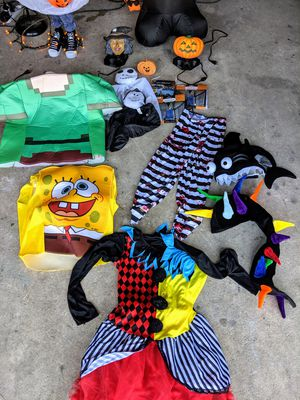 $15 takes a Nice lot of Halloween 👻 costumes and decorations. for Sale in Fort Walton Beach, FL