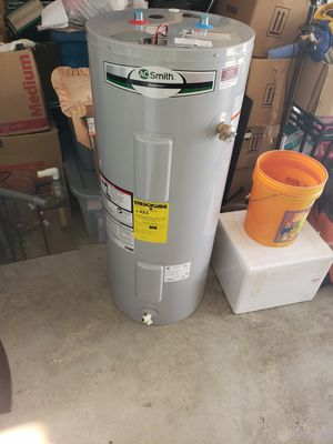 Hot water heater for Sale in Palmetto, FL