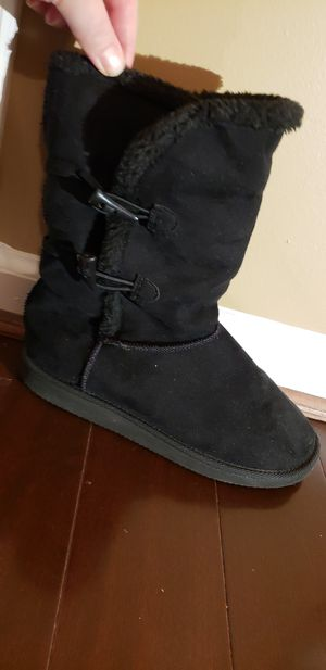 Boots black size 5 with fur lining for Sale in Gaithersburg, MD