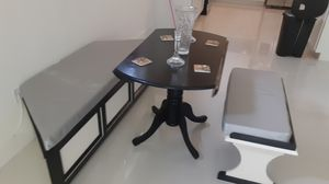 Breakfast Nook and Table for Sale in Miami, FL