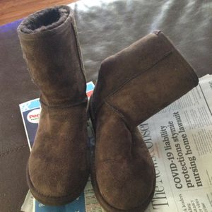 Women's Short Ugg Boots, Size 5 for Sale in Fuquay-Varina, NC