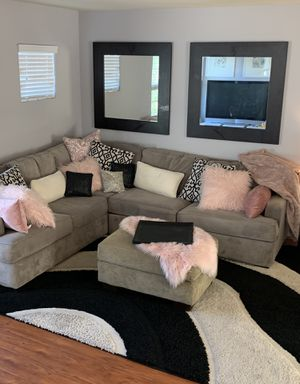BEAUTIFUL ALMOST NEW RC Wiley SECTIONAL SOFA - living room, loft, office, game room, furniture, household, mirrors, decorative for Sale in Las Vegas, NV