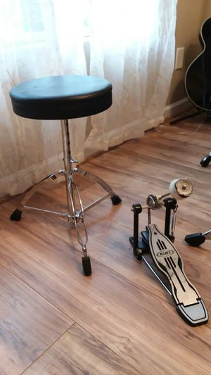 Mapex single chain pedal, and Drum Throne for Sale in Nicholasville, KY