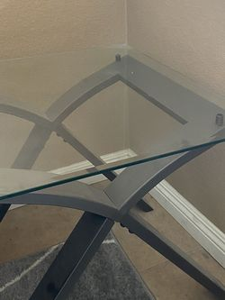 Free Glass End & coffee Table for Sale in Lake Elsinore,  CA