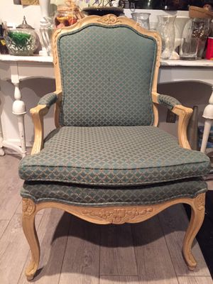 Vintage chair for Sale in Rancho Cucamonga, CA