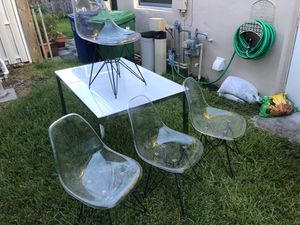 Dining table and clear chairs for Sale in Pembroke Pines, FL