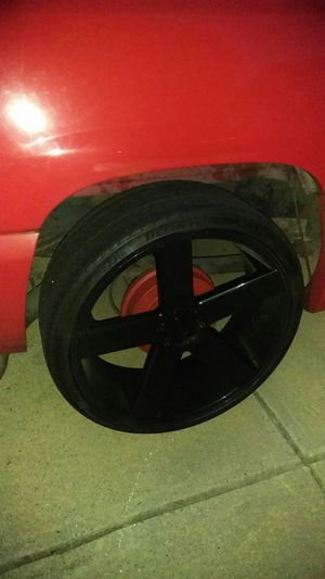 26 inches dub ballers 4 rims gloss black with tires for Sale in Lithonia, GA