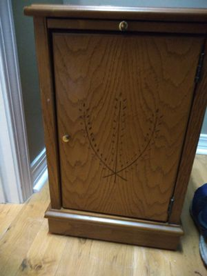 Small decorative /storage/endtable/nightstand for Sale in Mobile, AL