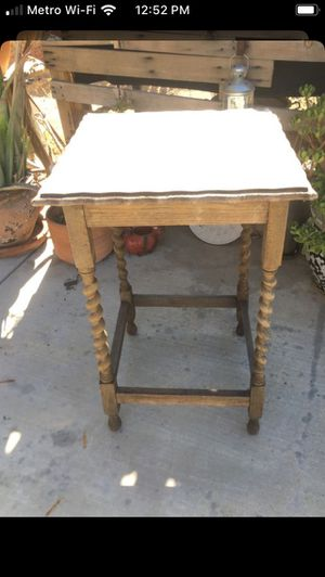 Table antique for Sale in Perris, CA