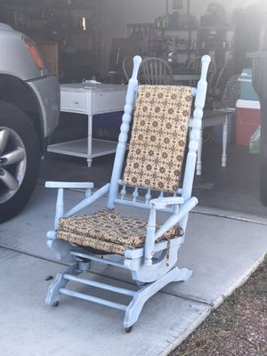 Small distressed rocking chair for Sale in North Las Vegas, NV