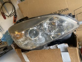 2008 c300 headlight good condition for Sale in Spanaway,  WA