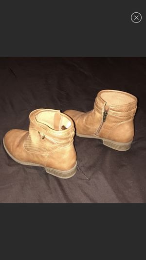 Girls brown zip up boots for Sale in Xenia, OH