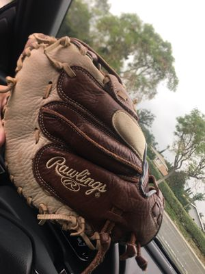 Nice Rawlings Catcher's Baseball/Softball Glove for Sale in Spring Valley, CA