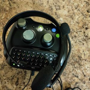Control 360 with HEADSET XBOX 360 & CHAT PAD KEYBOARD BLACK for Sale in Phoenix, AZ