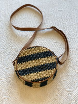 Thirty-One Roundabout Crossbody purse for Sale in Bonney Lake, WA