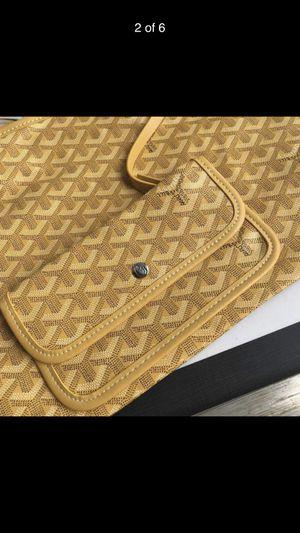 Goyard Tote bag (yellow) for Sale in Orlando, FL