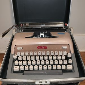 Vintage 60'a typewriter for Sale in French Creek, WV