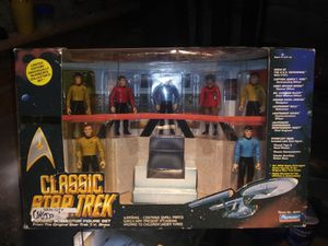 Playmates classic Star Trek collection of the original crew in there Bridge case for Sale in Somerville, NJ